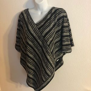 Two by Vince Camuto Stripe Poncho/Sweater M